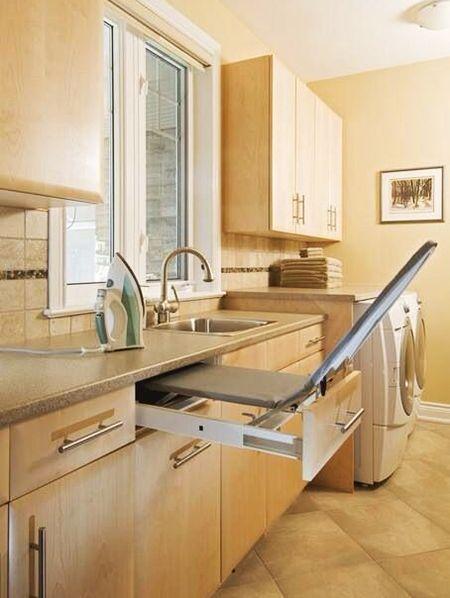 Встроенный модуль может быть и в кухонном гарнитуре. Этот вариант подойдёт в том числе для новостроек, где кухни по метражу больше, чем комнаты.