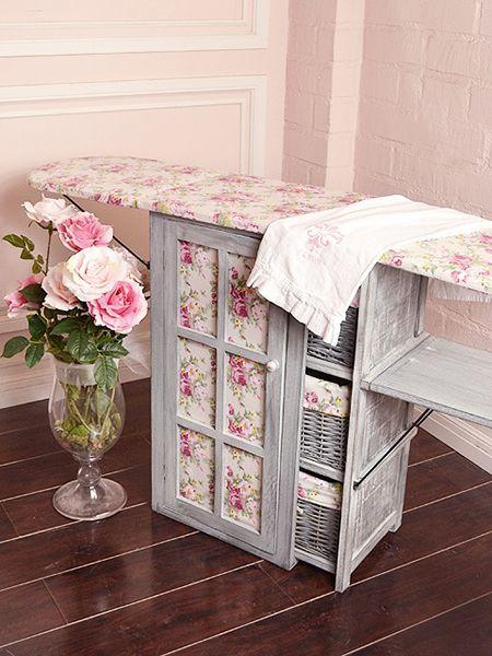 Пристроить доску можно и к плетёному шкафчику, отделения которого можно использовать для утюга, пуговиц, ниток и прочих необходимых принадлежностей.