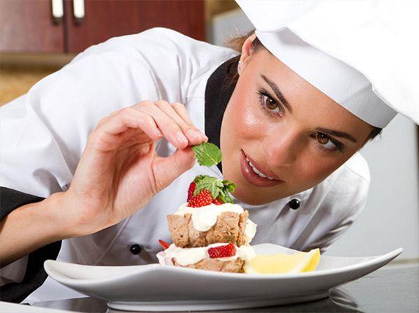 Повар. Всё больше людей в наше время ленятся готовить еду дома. Повара требуются не только на кондитерские фабрики и заводы, но и в рестораны, кафе, суши-бары и т.д.