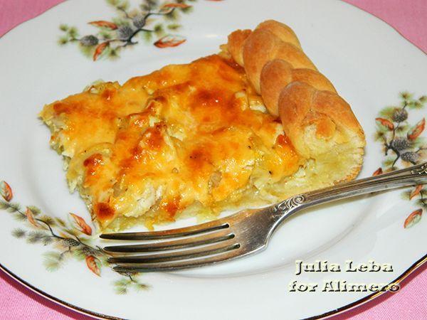 Пирог с курицей, сыром и луком