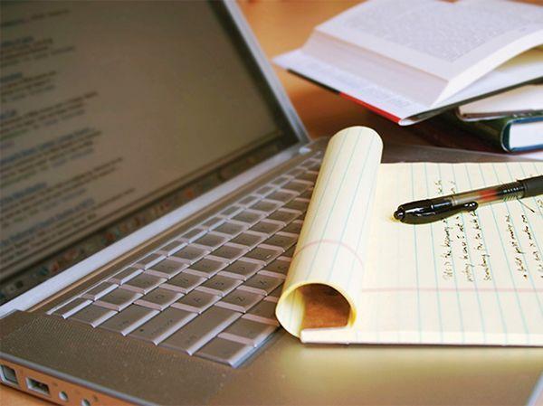 Интернет-журналист, копирайтер. Интернет-издания и сайты самых разных направлений нуждаются в качественном контенте. Однако оплата далеко не всегда соответствует предъявляемым требованиям.