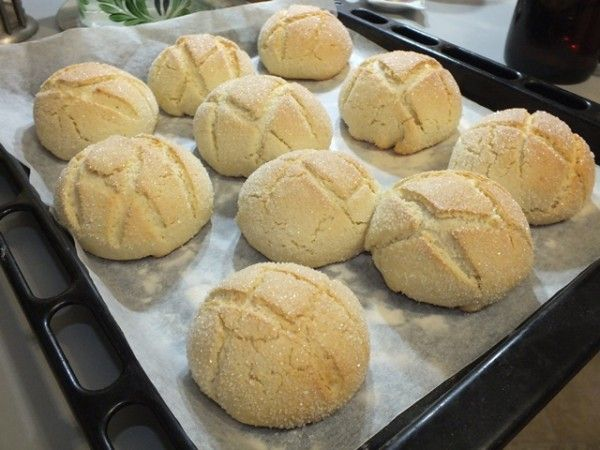Мелкие изделия следует выпекать при более высокой температуре. Крупные и толстые - при более низкой температуре, но дольше, чтобы всё тесто хорошо пропеклось.