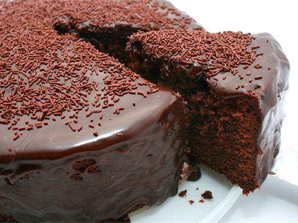 Украшать кремом, глазурью, фруктами готовые торты, пирожные, кексы можно только в полностью остывшем виде.