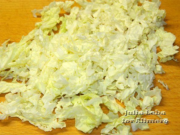 Закуска в листьях салата