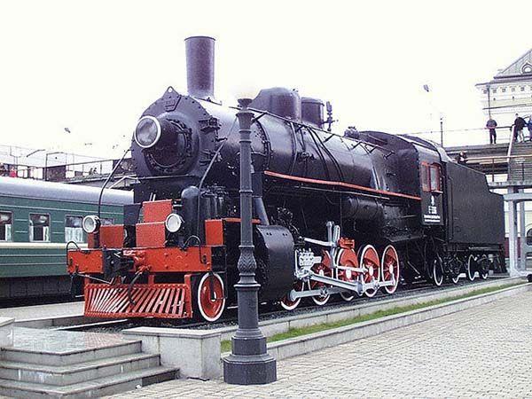Владивосток (Россия). На фото – Мемориал бронепоезду у железнодорожного вокзала. Дальний Восток меня почему-то манит точно так, как и Урал)) Но на гору Орлиное Гнездо я бы вряд ли поднялась… боюсь высоты!