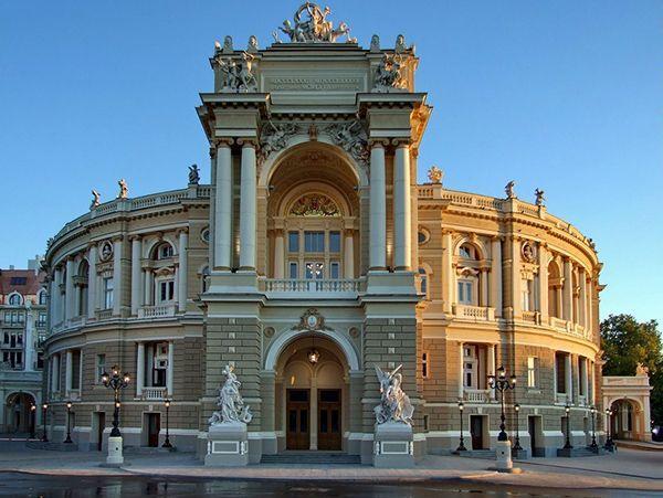 Одесса (Украина). На фото - Одесский национальный академический театр оперы и балета. Это его упоминает Пушкин в своём романе «Евгений Онегин». Мне близок одесский юмор. Хочется погулять по улочкам… А пока довольствуюсь тем, что пересматриваю 8-серийный фильм А.Котта, основанный на реальных событиях, с моим любимым Алексеем Серебряковым в главной роли.
