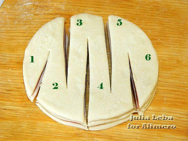 Нарезные слойки с колбасой