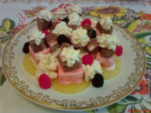 Ананасы с мороженым