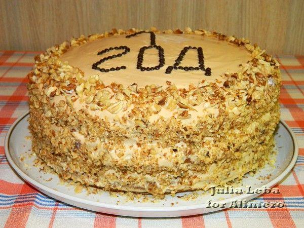 Высокий торт бисквитный