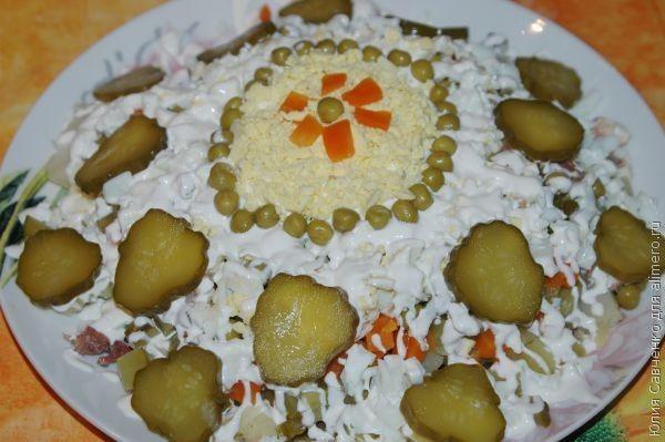 """Слоёный салат """"Оливье"""" со сметаной"""