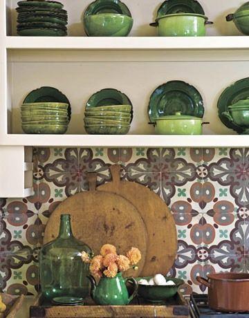 Интерьер кухни-столовой в сельском стиле.