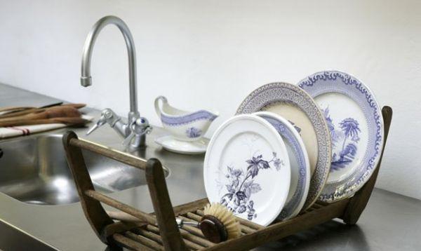 Дизайн современной кухни с античными элементами декора.
