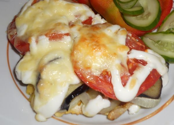 куриное филе с баклажанами и помидорами в духовке слоями