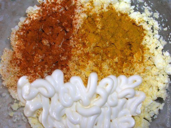 Рыбный рулет с яичной начинкой – кулинарный рецепт
