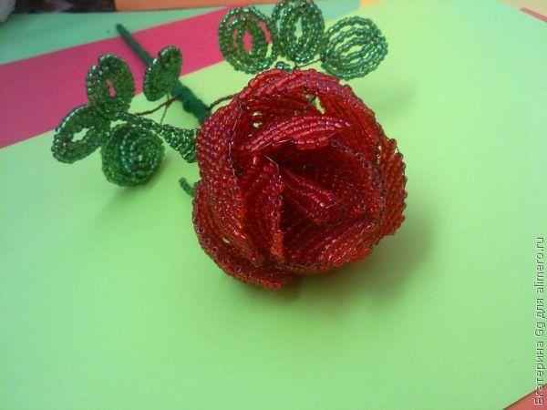 Изготовление из бисера подарка для мамы Роза для мамы.  Для работы потребуется: 1 пакетик .