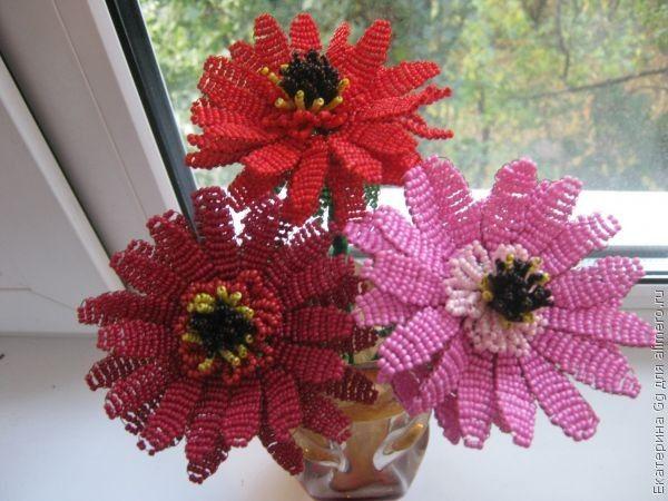 Решила попробовать сплести что-то новенькое и остановилась на таких цветочках - ГЕРБЕРАХ.  Делюсь МК.