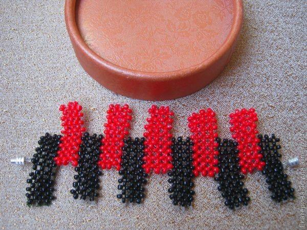 «Черно-красный» браслет из бисера