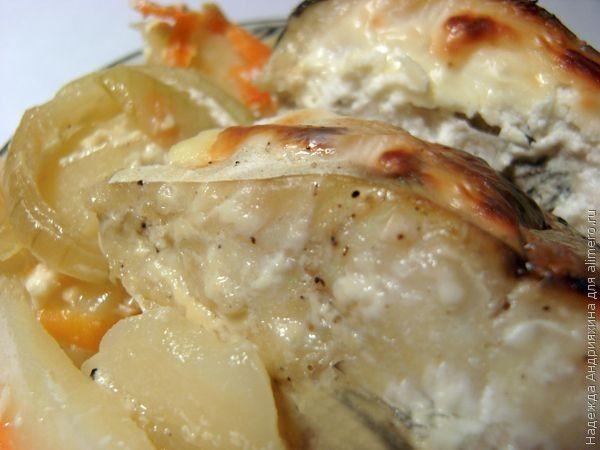 Рыба запеченная с овощами под