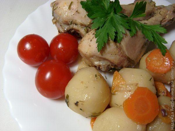 Куриные ножки, тушеные с картофелем в рукаве