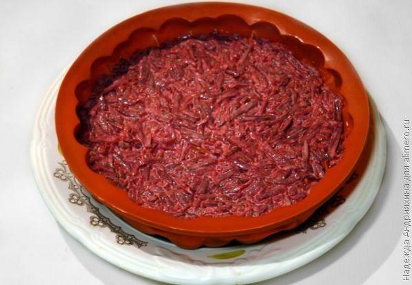 Салат-торт «Селедка под шубой» в желе