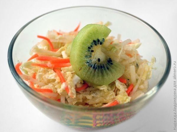 Салат из пекинской капусты с фруктами