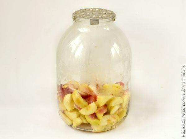 Компот из яблок, слив и нектаринов