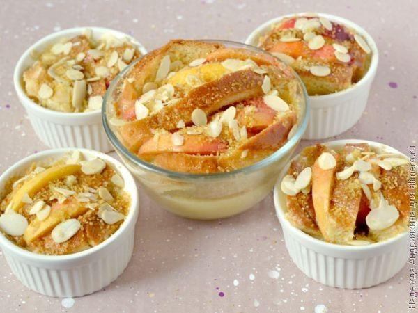 Запеканка из французских тостов с персиками