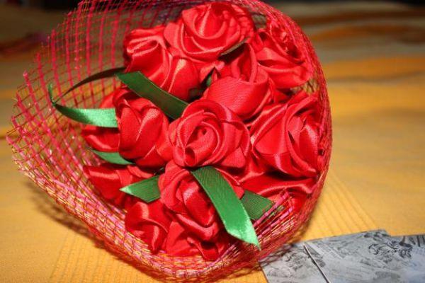 Розы из лент. Задумки к праздникам и не только