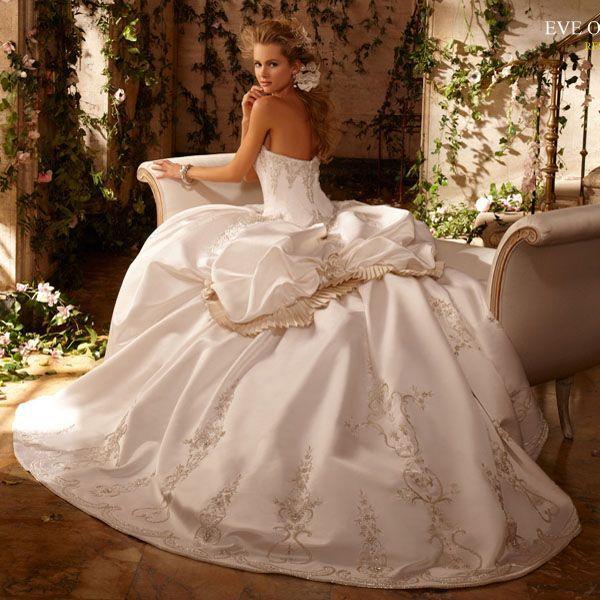 Самые модные свадебные платья 2012 года картинки.