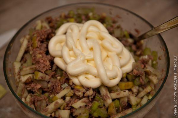 заправляем майонезом салат Загадка