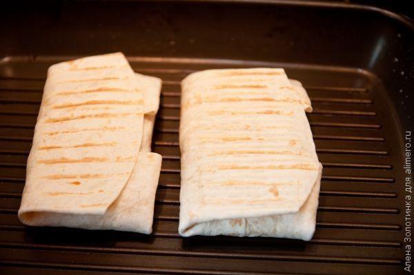 сосиска с сыром в тортилье