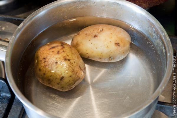отвариваем 2 картофелины