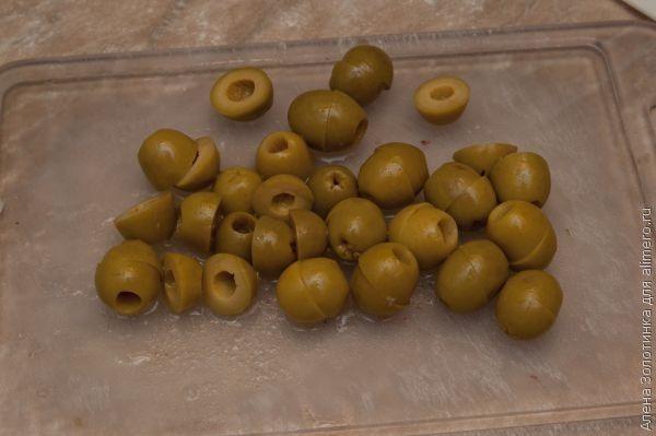 порезала оливки