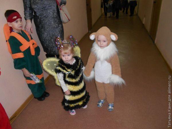 Такое платье можно использовать как костюм пчелки, достаточно только надеть крылья и ободок с рожками!