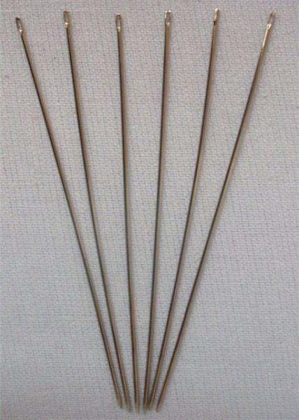 Иголки тоже нужно использовать специальные, которые очень тонкие и на них легко нанизывается бисер во время работы.