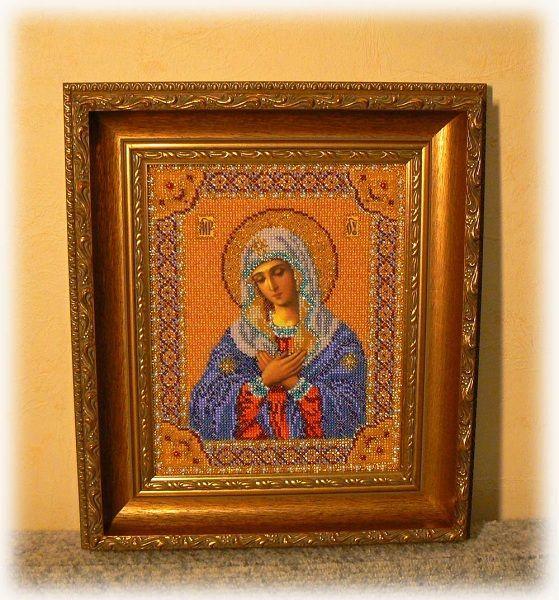 После того, как икона будет окончательно оформлена самостоятельно или в багетной мастерской, не забудьте отнести в церковь, чтобы освятить ее.