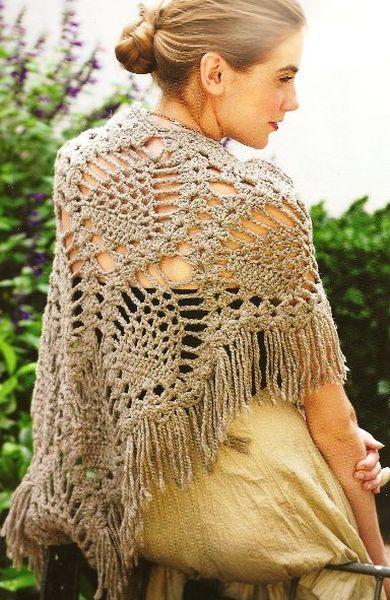 Очень красивая шаль, связанная из толстых ниток. Ее можно взять в отпуск, чтобы гулять вечером по пляжу, когда уже нет солнца, и дует холодный ветер.