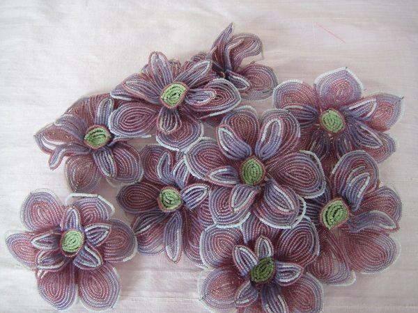 Нежные и романтичные цветы, из которых можно собрать очень красивую композицию или можно использовать каждый отдельно, в качестве украшения одежды.