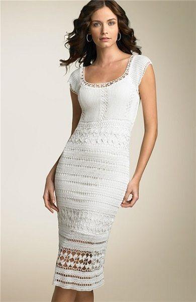 Красивое летнее платье, связано не сложными узорами. Однако смотрится очень оригинально, благодаря тому, что вяжется несколько разных рисунков.