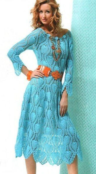 Оригинальное летнее платье крючком. Многие вязальщицы любят этот узор, который называют —ананасы. Для него нужно выбирать тонкие нитки, а если планируете носить его в городе, то нужно сделать подклад.