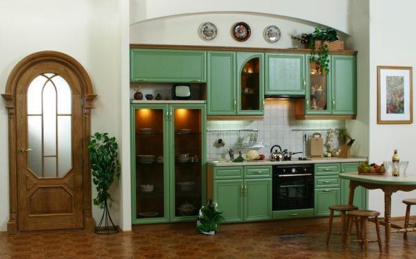В последнее время очень часто при изготовлении кухонной мебели используются стеклянные дверцы. Они могут быть прозрачными или нет.