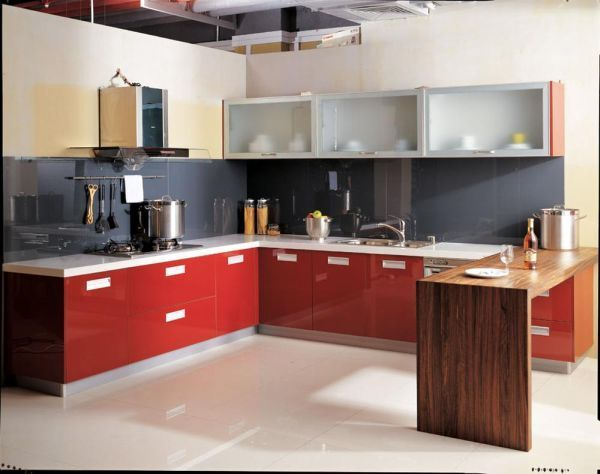 Когда мы выбирали кухонную мебель, я заметила, что очень многие выбирают красный цвет. Возможно, смотрится красиво, но я люблю спокойные тона в интерьере.