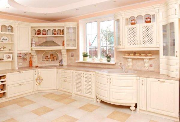 Красивая классическая мебель из массива сосны. Надо сказать, что стоит она дорого, но лично я, не хочу видеть свою кухню в таких светлых тонах. Хоть и смотрится очень красиво…