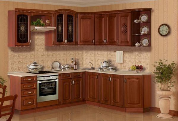 Лично мне больше нравится такой вариант кухонной мебели. В данном случае она выполнена из МДФ,  стоит дешевле, а выглядит также хорошо.