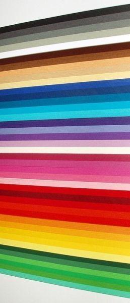 Для изготовления картин и открыток главным материалом является – бумага. Такие полоски можно купить в специализированном магазине.
