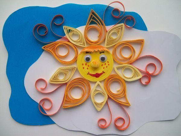 Вот такую не сложную открытку можно легко сделать вместе с ребенком. Детки постарше сами могут создавать подобные открытки.