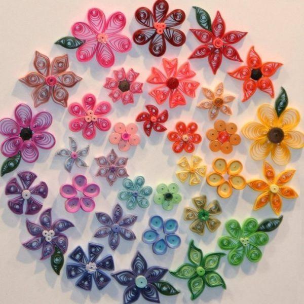 Из подобных цветочков можно сделать не только оригинальную открытку, но и, например, магнитики на холодильник.