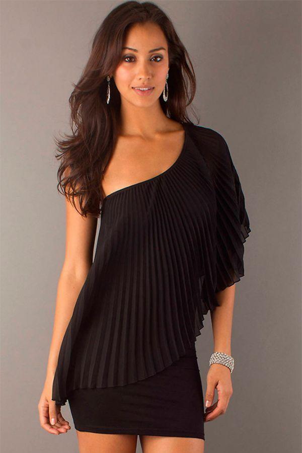Шикарный вариант короткого платья: сооблюдены все модные тенденции, такие как ассиметрия и рукав кроя летучая мышь. К тому же, такой фасон прекрасно скроет все недостатки фигуры на талии.