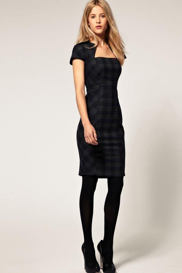 Прекрасное платье для офиса: скромное, сдержанное, но не скучное, благодаря стильной клетке. Очень хорошо подобраны туфли, но на мой вкус, каблук все же высоковат.