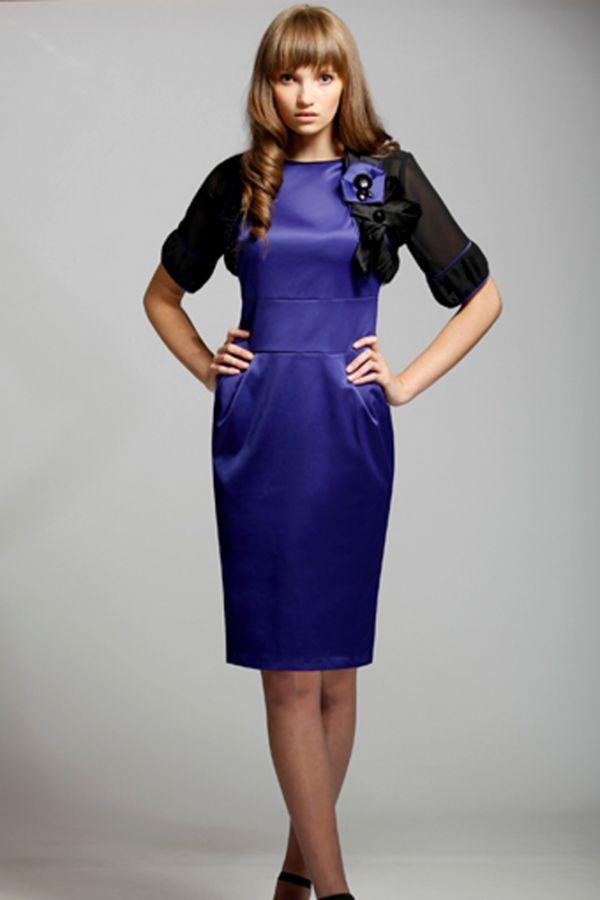 Глубокий синий цвет всегда смотрится выигрышно! Такой вариант платья вполне подойдет для офиса, а если снять жакет и добавить аксессуаров, то в нем смело можно отправиться на корпоратив.